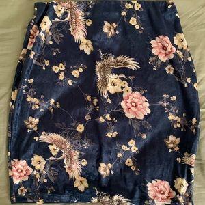 NWOT velvet floral skirt. Sz. M. Forever21